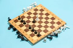 Le concept d'échiquier et de jeu des idées et de la concurrence d'affaires Photos stock