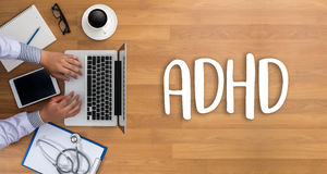 Le CONCEPT d'ADHD a imprimé l'hyperactivité d de déficit d'attention de diagnostic Photos stock