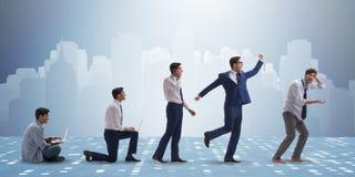 Le concept d'affaires avec l'homme progressant par des étapes Images stock