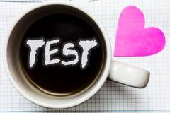 Le concept d'affaires d'essai des textes d'écriture de Word pour la procédure systémique scolaire évaluent l'amour de café de tas images libres de droits