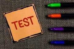 Le concept d'affaires d'essai des textes d'écriture de Word pour la procédure systémique scolaire évaluent l'art de stylos de mar photos libres de droits
