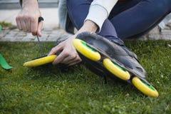 Le concept d'entretien de raies de rouleau dehors a tiré photo libre de droits