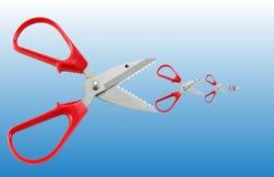 Le concept de ciseaux en tant que grands poissons mangent de petits poissons Image libre de droits