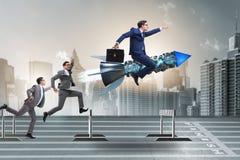 Le concept de concurrence avec l'homme d'affaires et la fusée Images stock