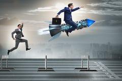 Le concept de concurrence avec l'homme d'affaires et la fusée Image libre de droits