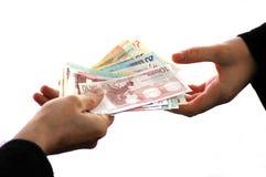 Le concept de corruption avec un échange des billets de banque se ferment sur le fond blanc photo stock