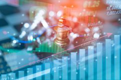 Le concept de jeu de société d'échecs de la concurrence d'affaires et la stratégie avec le marché boursier représentent graphique Image stock