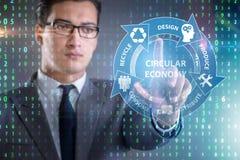 Le concept de l'économie circulaire avec l'homme d'affaires image stock