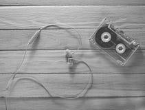 Le concept de l'amour de la musique Écouteurs, cassette sonore sur le YE image libre de droits