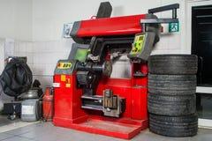 Le concept de l'atelier de pneu photographie stock