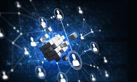 Le concept de l'Internet et la mise en réseau avec le cube numérique figurent sur le fond foncé photographie stock libre de droits