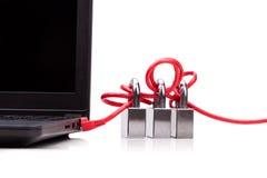 Le concept de la sécurité de réseau informatique avec le triple padlocks au-dessus de c Photographie stock libre de droits