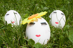 Le concept de Pâques pour peindre trois oeufs Photo libre de droits