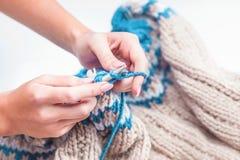 Le concept de passe-temps - tricotant Images libres de droits
