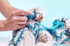 Le concept de passe-temps - tricotant Photos libres de droits