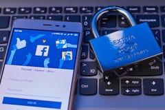Le concept de protéger des données personnelles dans le réseau social Facebook Réseaux sociaux de sécurité Tcheboksary, Russie 4/ photos stock
