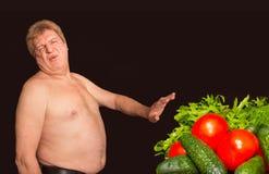Le concept de régime - de poids excessif et gros homme niant la nourriture saine image libre de droits