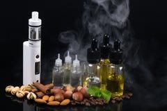 Le concept des cigarettes et des écrous électroniques sur un fond de fumée image libre de droits