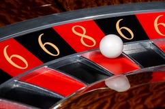 Le concept des nombres chanceux de roulette de casino roulent sec noire et rouge Images stock