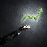 Le concept des opérations bancaires et de l'investissement a présenté avec la planète verte GR Photo stock
