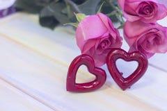 Le concept des vacances avec les roses roses Image stock