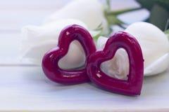 Le concept des vacances avec les roses blanches Image stock