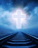 Le concept du chrétien croisent plus de le chemin de fer image stock