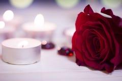 Le concept du jour de StValentine avec des bougies Image stock