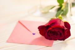 Le concept du jour de StValentine avec la rose de rouge Photographie stock libre de droits