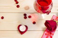Le concept du jour de StValentine avec le vin rouge Images libres de droits