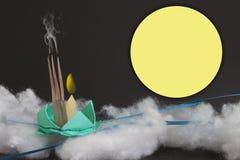 Le concept plient le papier est Loy Kratong Festival en Thaïlande photos stock