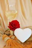 Le concept romantique de vintage de l'amour, du vin rouge et a monté Image stock