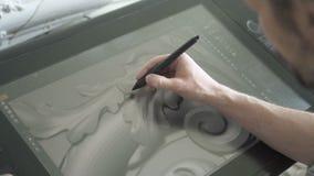 Le concepteur d'architecte écrit l'image graphique utilisant le convertisseur analogique-numérique, se reposant à la table dans l banque de vidéos