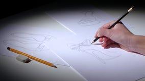 Le concepteur de chaussure crée le croquis pour une marque de la jeunesse Fin vers le haut clips vidéos