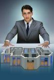 Le concepteur travaillant sur la conception futuriste de l'appartement 3d Images libres de droits