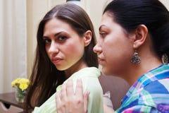 Le conflit entre les soeurs d'adultes Photo stock