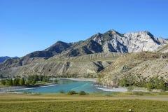 Le confluent des rivières de Chuya et de Katun photographie stock libre de droits