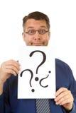 Le connaisseur nerdy mâle est panneau des textes de fixation Photographie stock libre de droits