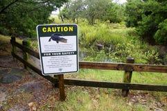 Le conseil d'avertissement avec l'instruction pour la réunion d'alligator de cas images libres de droits