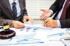 Le conseil des avocats et des banquiers photographie stock