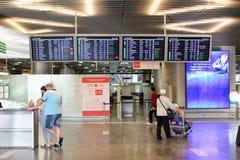 Le conseil principal avec le programme de vol à l'aéroport international Vnukovo Moscou - juillet 2017 Photo libre de droits