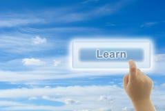 Le contact de main d'enfant APPRENNENT le bouton Image libre de droits