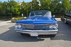 Le contact de véhicule d'AM halden dedans (bonneville 1960 de pontiac) Photo libre de droits