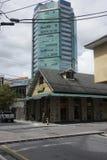 Le contraste de la vieille et nouvelle architecture à Port-d'Espagne, Trinidad Image stock