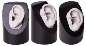 Le coperture complete della protesi acustica isolate La scelta di cura di udito della protesi acustica Orecchio di plastica Acces immagini stock
