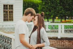 Le coppie amorose godono di Fotografie Stock Libere da Diritti