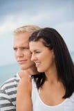 Le coppie amorose godono di un momento tenero calmo Immagine Stock