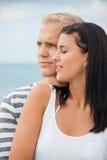 Le coppie amorose godono di un momento tenero calmo Fotografia Stock