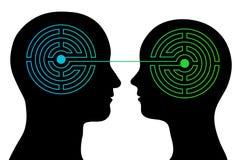 Le coppie con i cervelli del labirinto comunicano Fotografie Stock Libere da Diritti