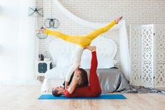 Le coppie degli acrobate si preparano di mattina Fotografia Stock Libera da Diritti